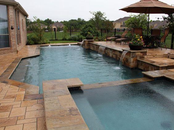 ปูพื้นสระว่ายน้ำด้วยคอนกรีตพิมพ์ลาย